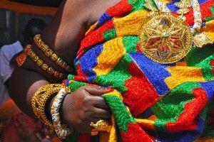 Ashanti Funeral_Zeremoniegewand und Schmuck