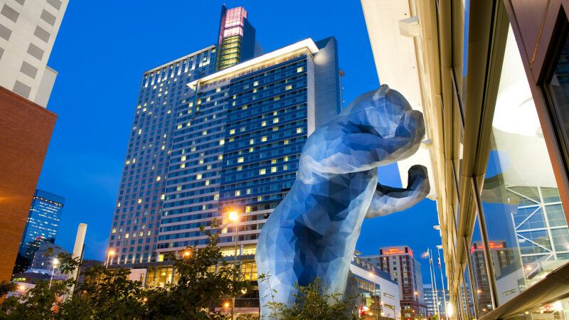 Blue Bear Public Art in Denver © Diamir