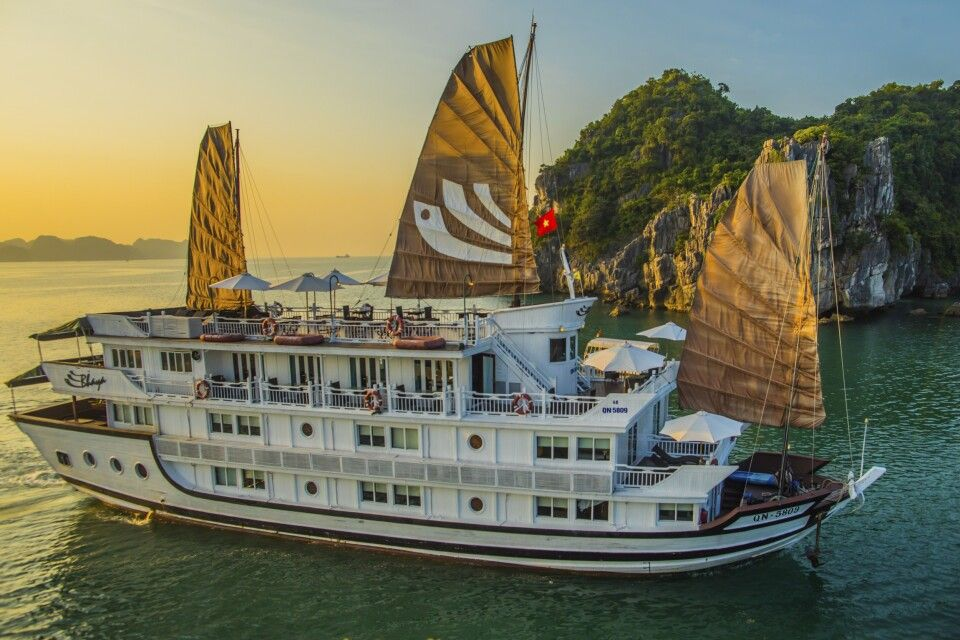 Bhaya Cruises in der Halongbucht