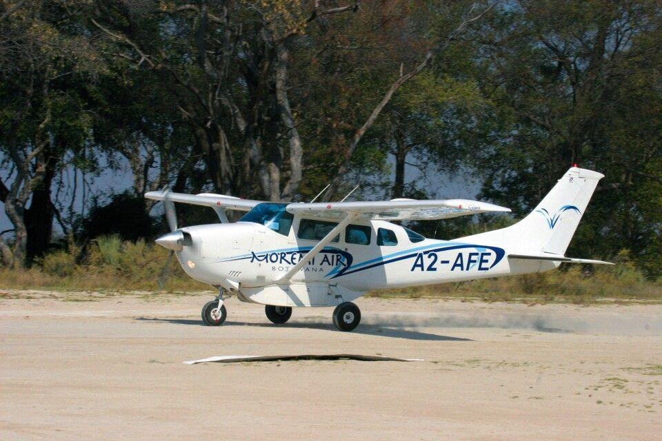 Flug ins Okavango-Delta