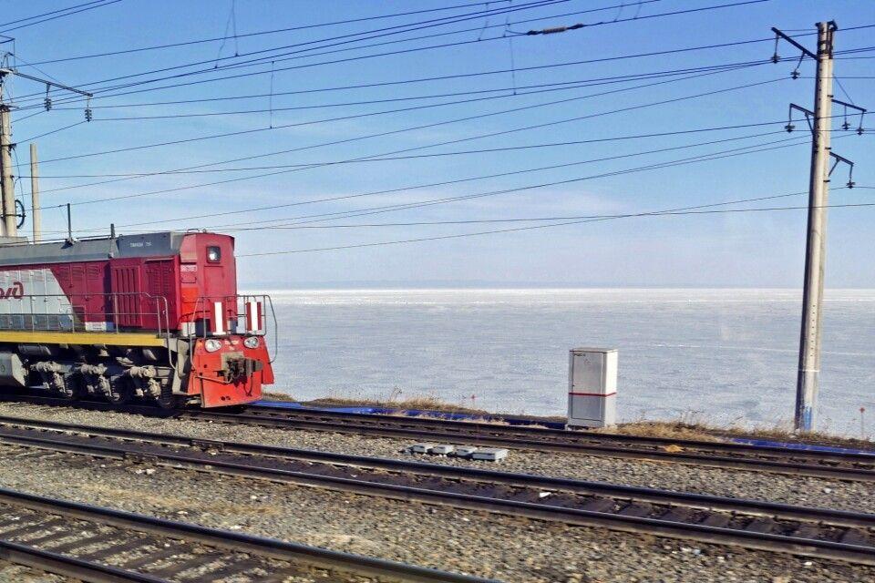 Zug mit Baikalsee