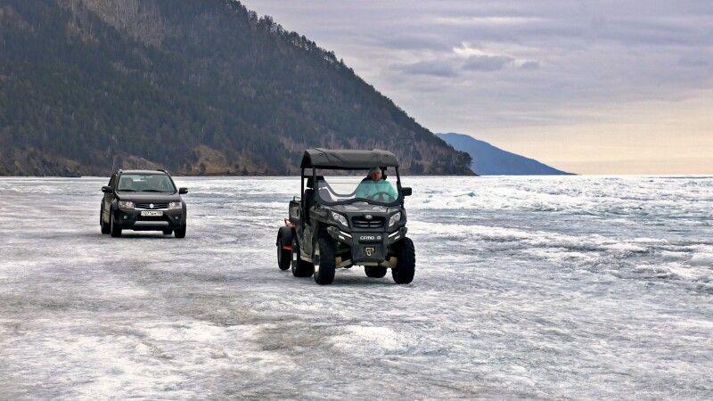 Fahrzeuge auf dem Eis © Diamir