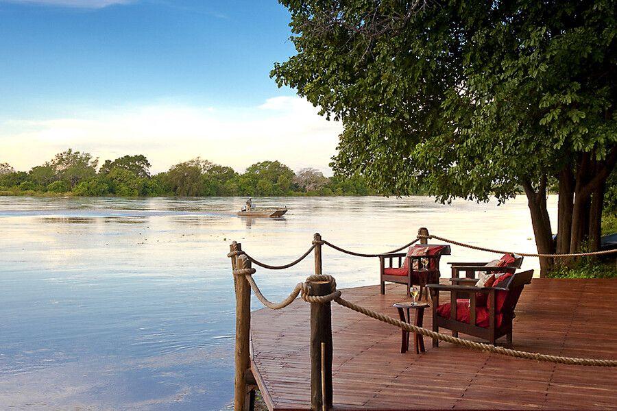 Blick auf den Luanga Fluss von dem Nkwali Camp