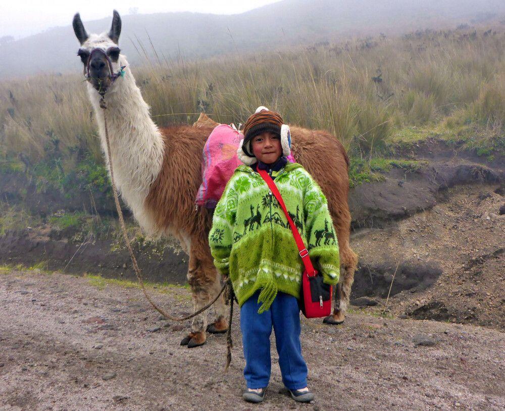 Kind mit Lama