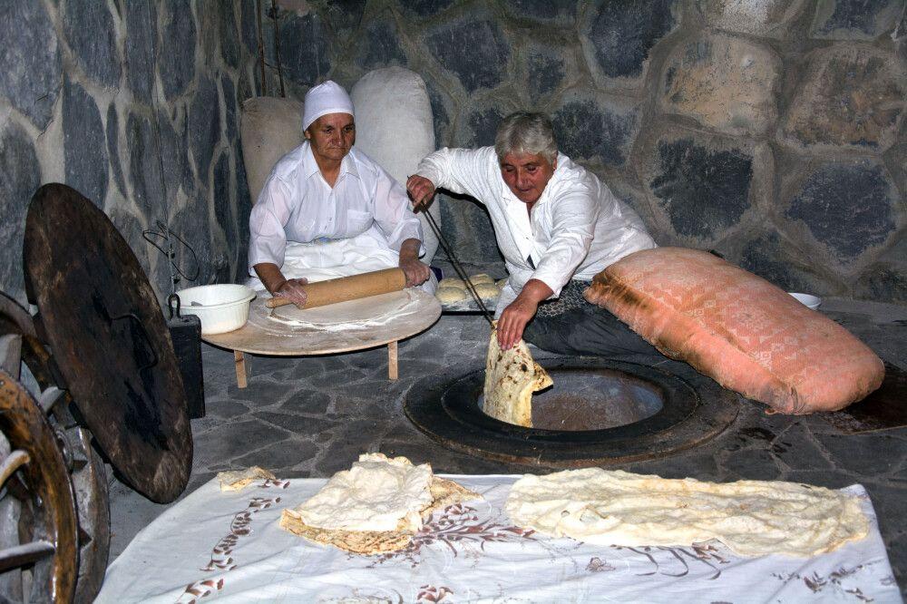 Traditionelles Backen von Lawasch