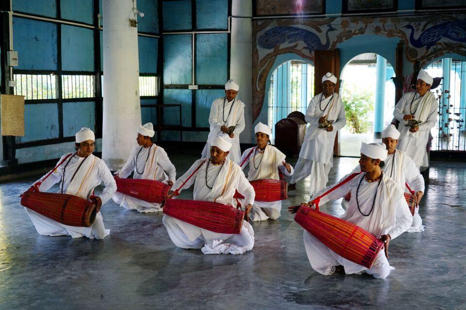 traditionelle Show im Kloster auf der Majuli Insel