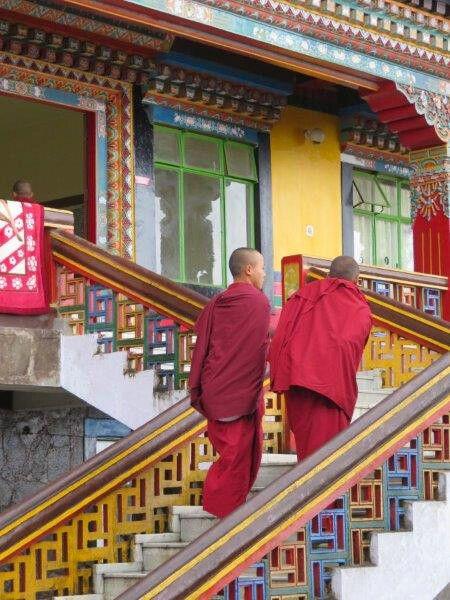 Mönche im Kloster