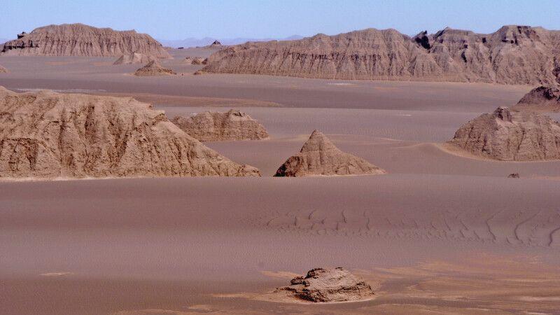 Wüste Dasht-e Lut – die Kaluts – Steinformationen © Diamir