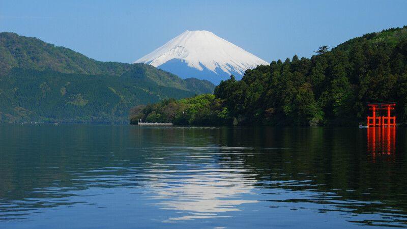 Blick auf den Mt. Fuji-san vom Ashi-See in Hakone © Diamir