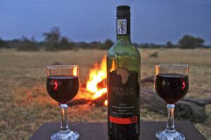 am Lagerfeuer im Serengeti View Camp