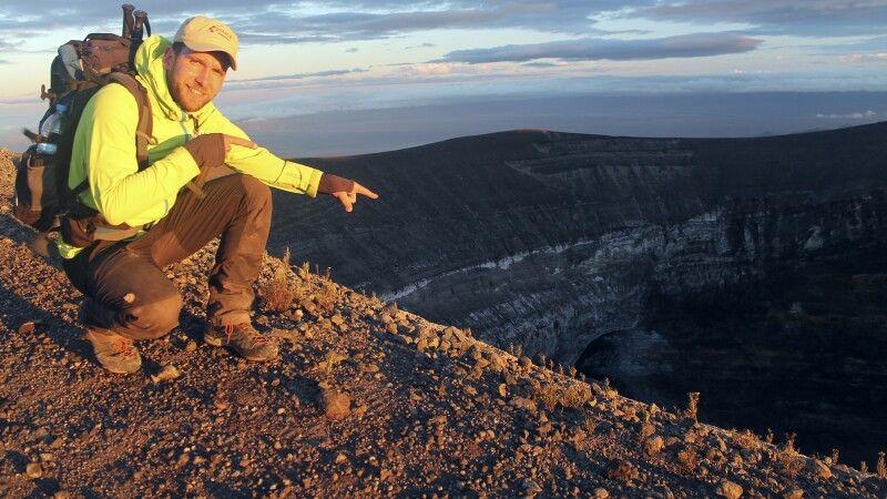 Unser Kollege Uwe am Krater des Ol Doinyo Lengai © Diamir
