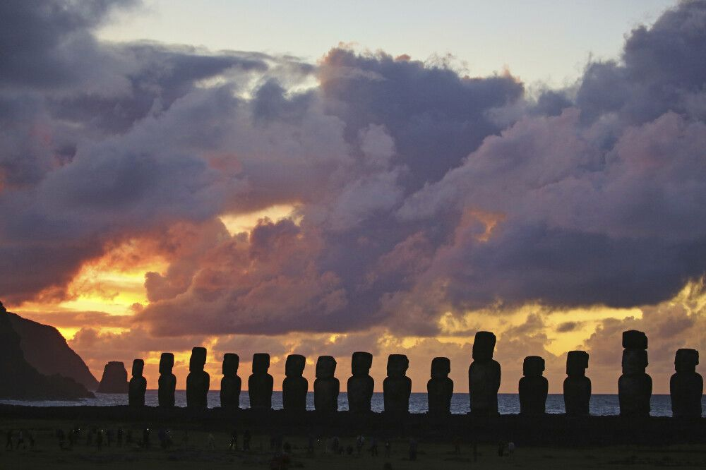 Sonnenuntergangsstimmung am Ahu Tongariki