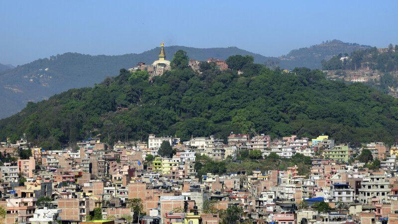 Blick auf Kathmandu und die Tempelanlage Swayambhunath © Diamir