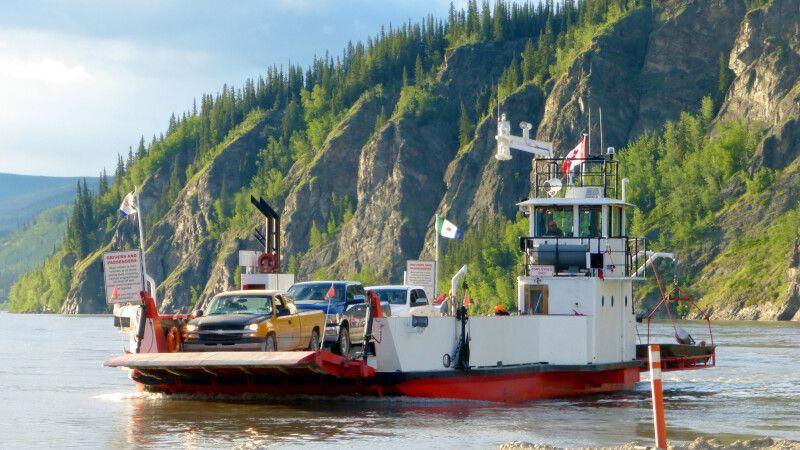 Fähre über den Yukon River bei Dawson © Diamir