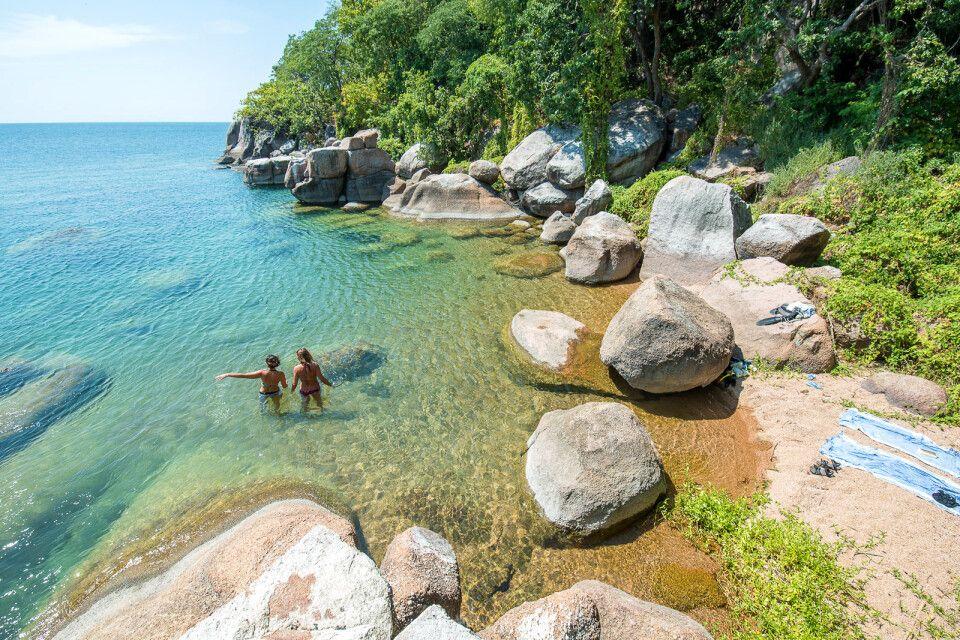 Glasklares Wasser am Malawi-See