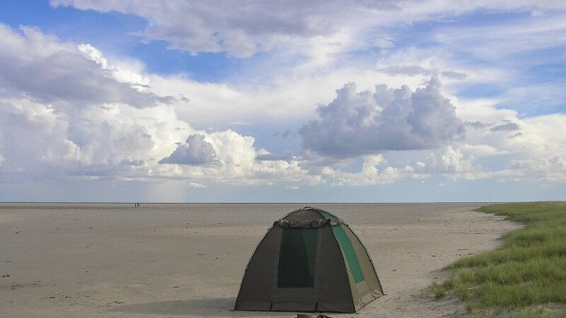 Makgadikgadi-Salzpfannen, Zeltübernachtung © Diamir
