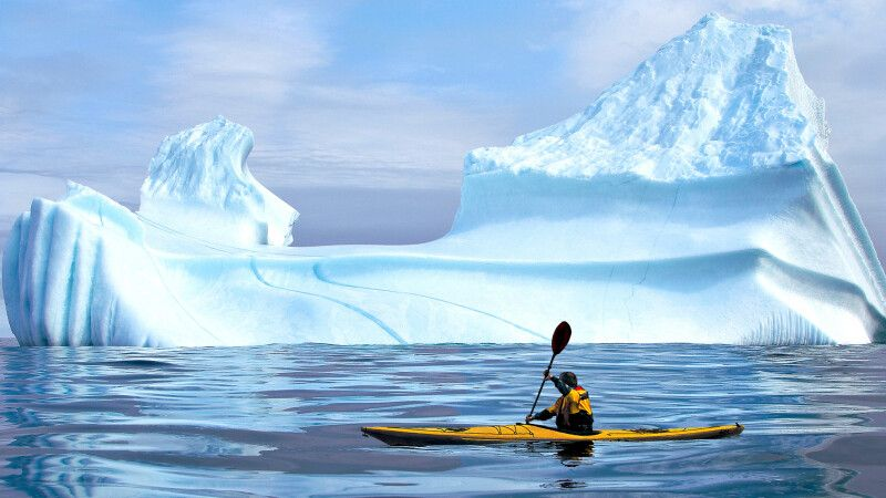 Kajakfahrer vor Eisberg, Labrador © Diamir