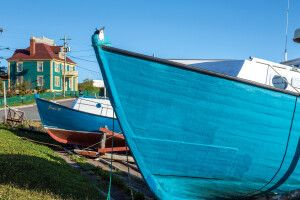 Farbenprächtige Boote