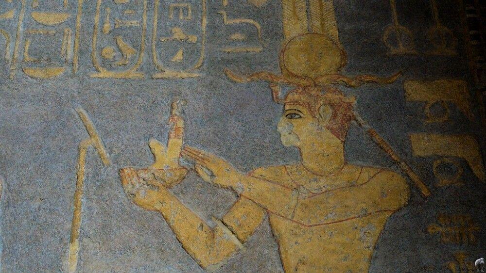 7. Bemalte Reliefs im Mut Tempel im Jebel Barkal