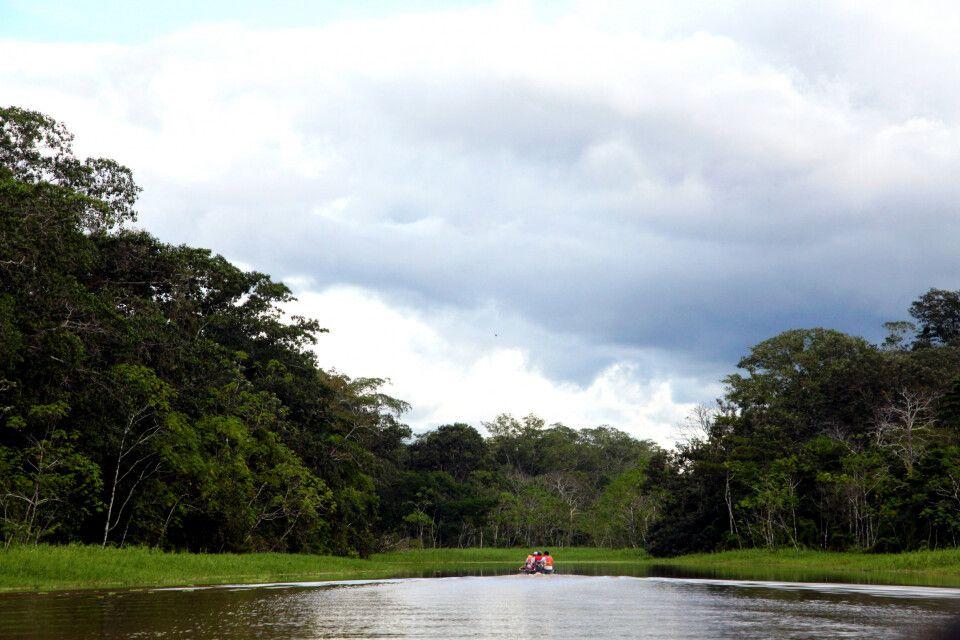 Kanufahrt über den Amazonas