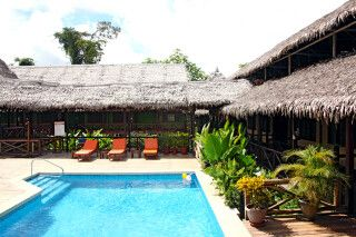 Poolanlage der Heliconia Lodge