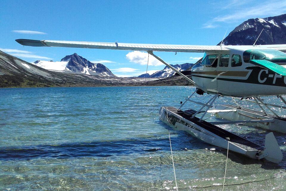 Ausflug per Wasserflugzeug von der Terra Nostra Guest Ranch zu einem Bergsee