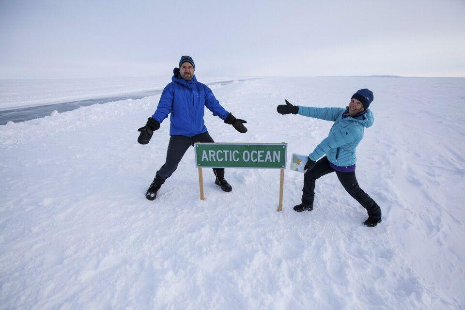 Auf der Eisstraße am zugefrorenen arktischen Ozean