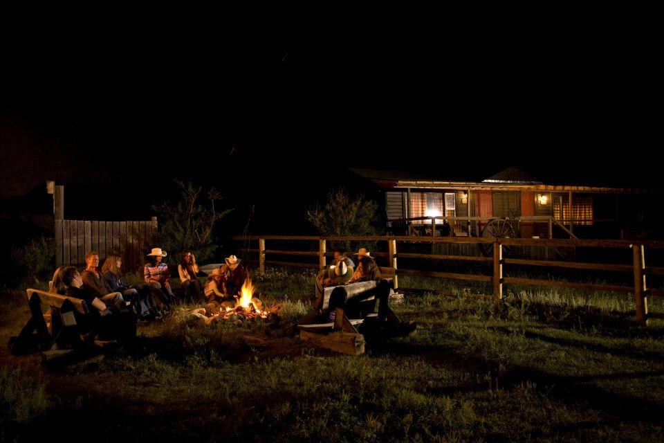 Lagerfeuer-Stimmung auf der La Reata Ranch