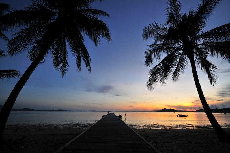Traumhafte Sonnenuntergänge am Strand von Coconut Island