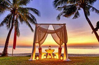 Beeindruckende Farben am Strand im Sonnenuntergang