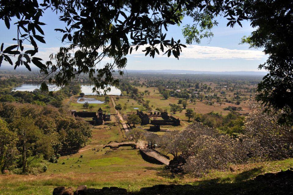 Blick vom schönen Tempel Wat Phou in die Ebene