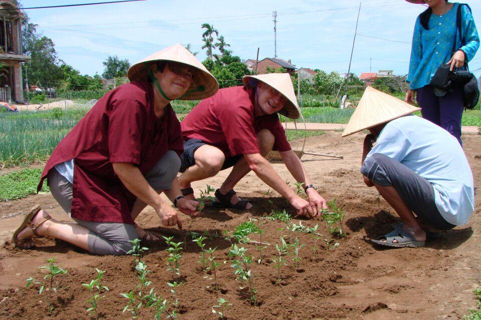 in der Nähe von Hoi An auf dem Land - mitmachen ist angesagt
