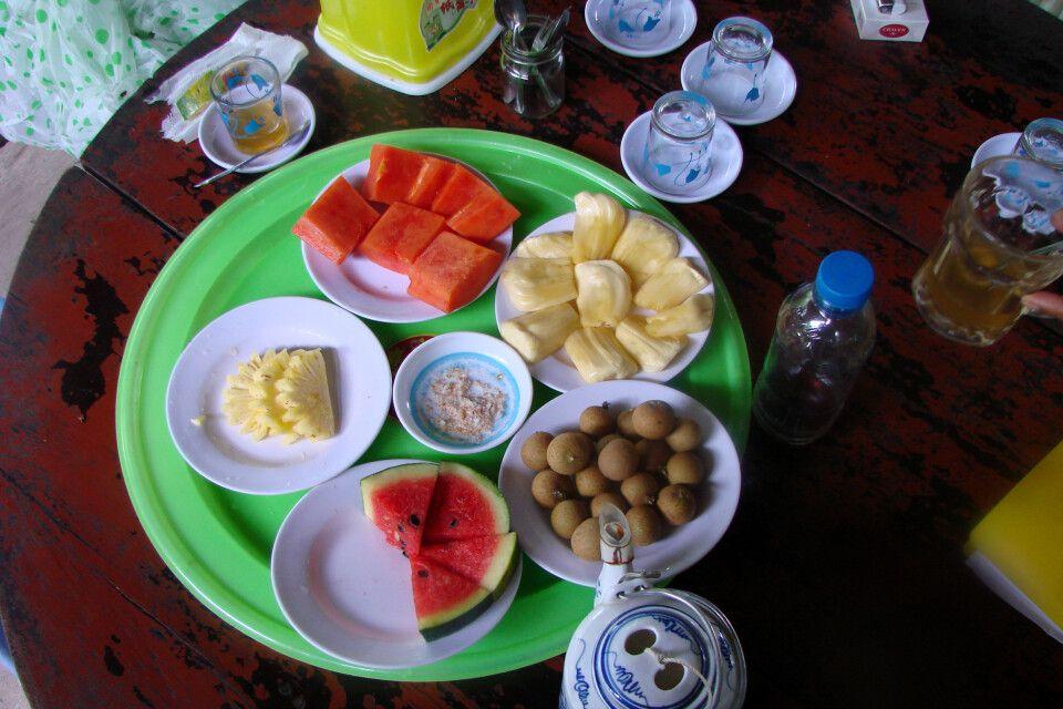Obstteller im Mekongdelta