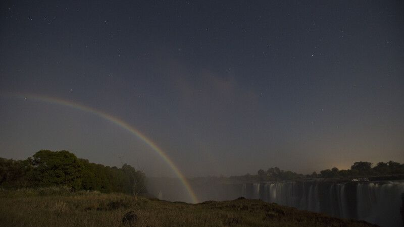 Mond-Regenbogen über den Victoria-Fällen © Diamir