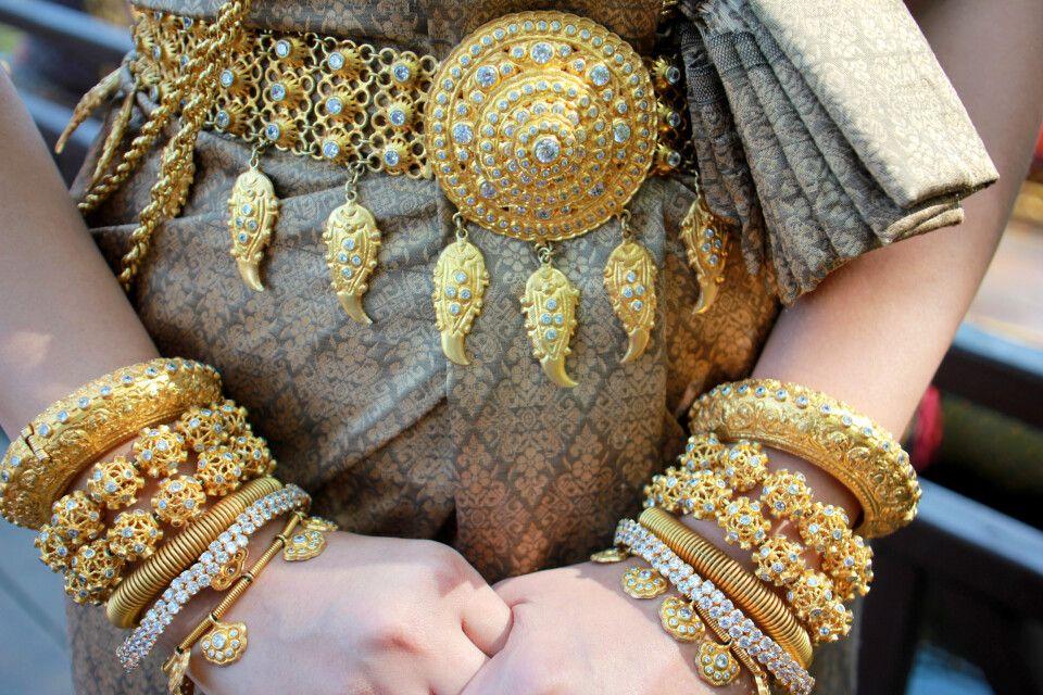 Reicher Brautschmuck in Kambodscha