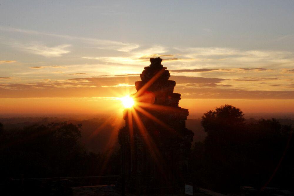 Sonnenaufgang in den Ruinen von Angkor