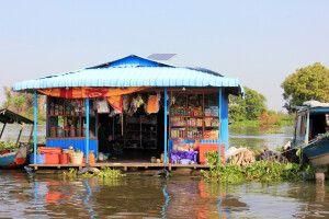 Kleiner Laden in einem schwimmenden Dorf auf dem Tonle Sap