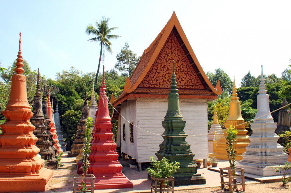 Im Garten der alten Pagode Wat Bo in Siem Reap