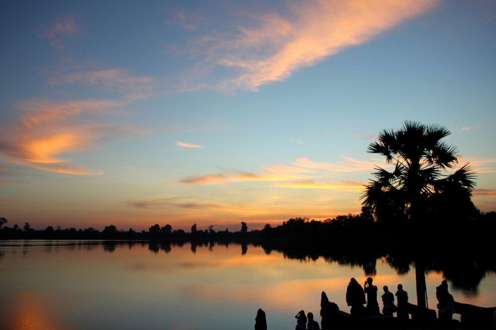 Sonnenaufgang über dem Wasserspeicherbecken Srah Srang