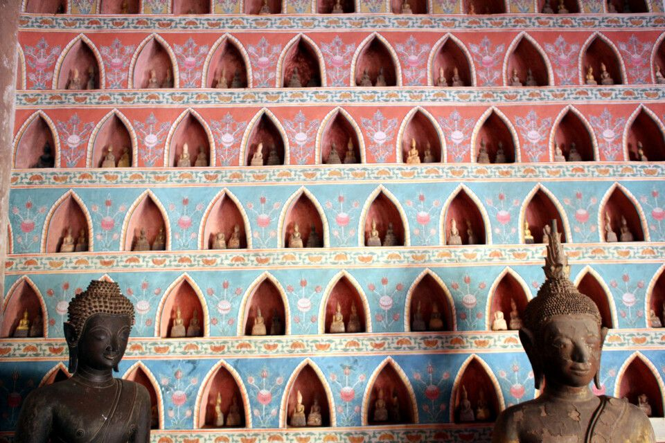 Restauriertes Teilstück einer Klosterinnenwand in Vientiane