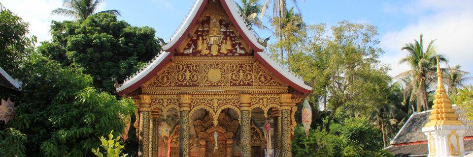 Auf dem Gelände eines Wats in Luang Prabang