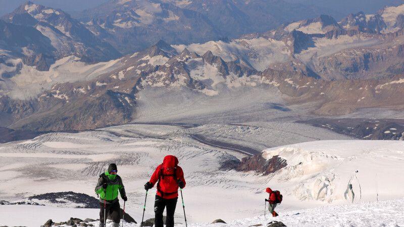 Aufstieg zu den Pastuchov-Felsen © Diamir