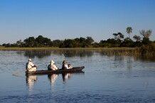 Unterwegs im Mokoro im Okavango-Delta