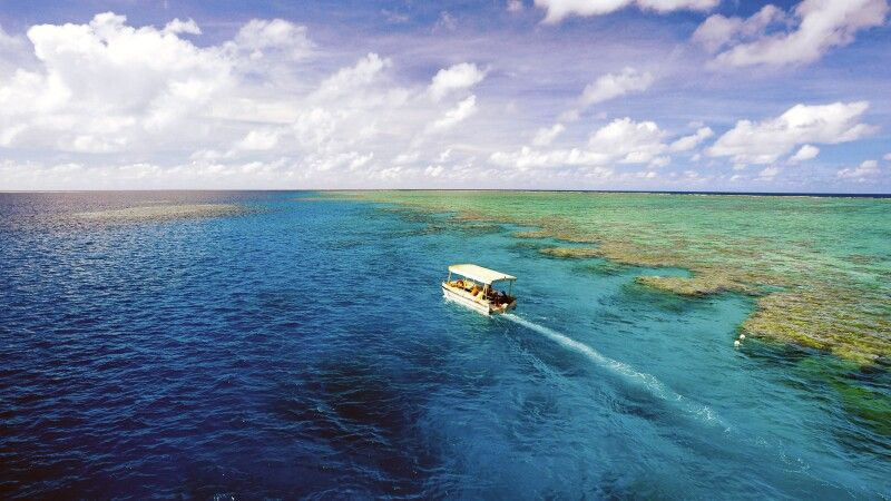 Great Barrier Reef Coral Princess I und II Mit dem Glasbodenboot unterwegs © Diamir
