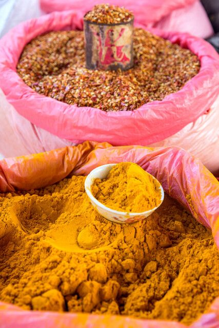 farbenfrohe Märkte in Myanmar erleben