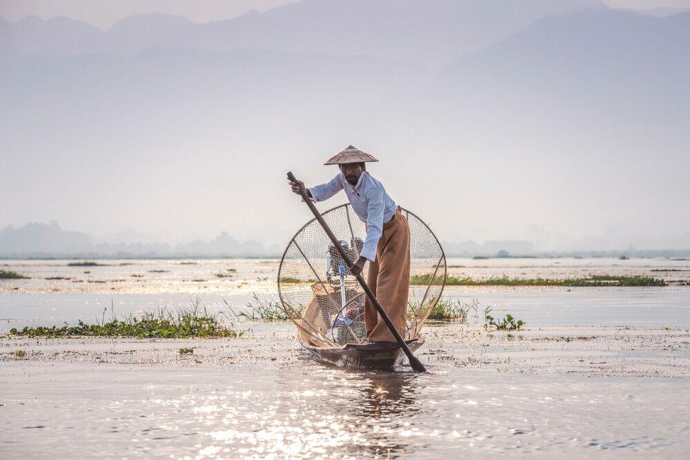 Die berühmten Einbeinruderer auf dem Inle-See in Myanmar