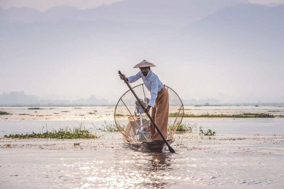Die berühmten Einbeiruderer auf dem Inle See in Myanmar