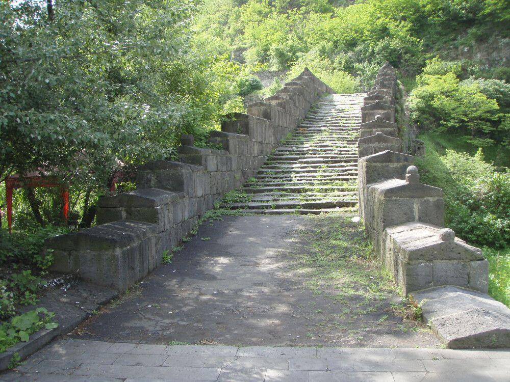 Alte Brücke über den Debed