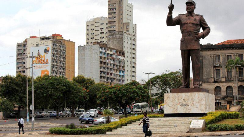"Statue von Samora Machel auf dem ""Praça da Independência"", Maputo © Diamir"