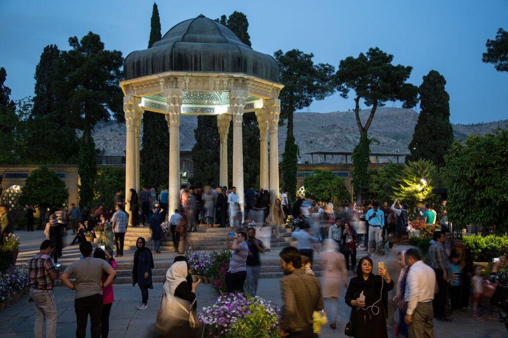 Abendstimmung Hafis-Mausoleum, Shiraz